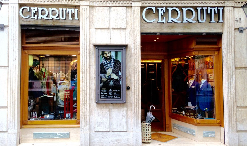 Da Cerruti Roma trovi lo stile british uomo, per un'abbigliamento dalla classe indiscutibile. L'abbigliamento Uomo a Roma dal 1948.