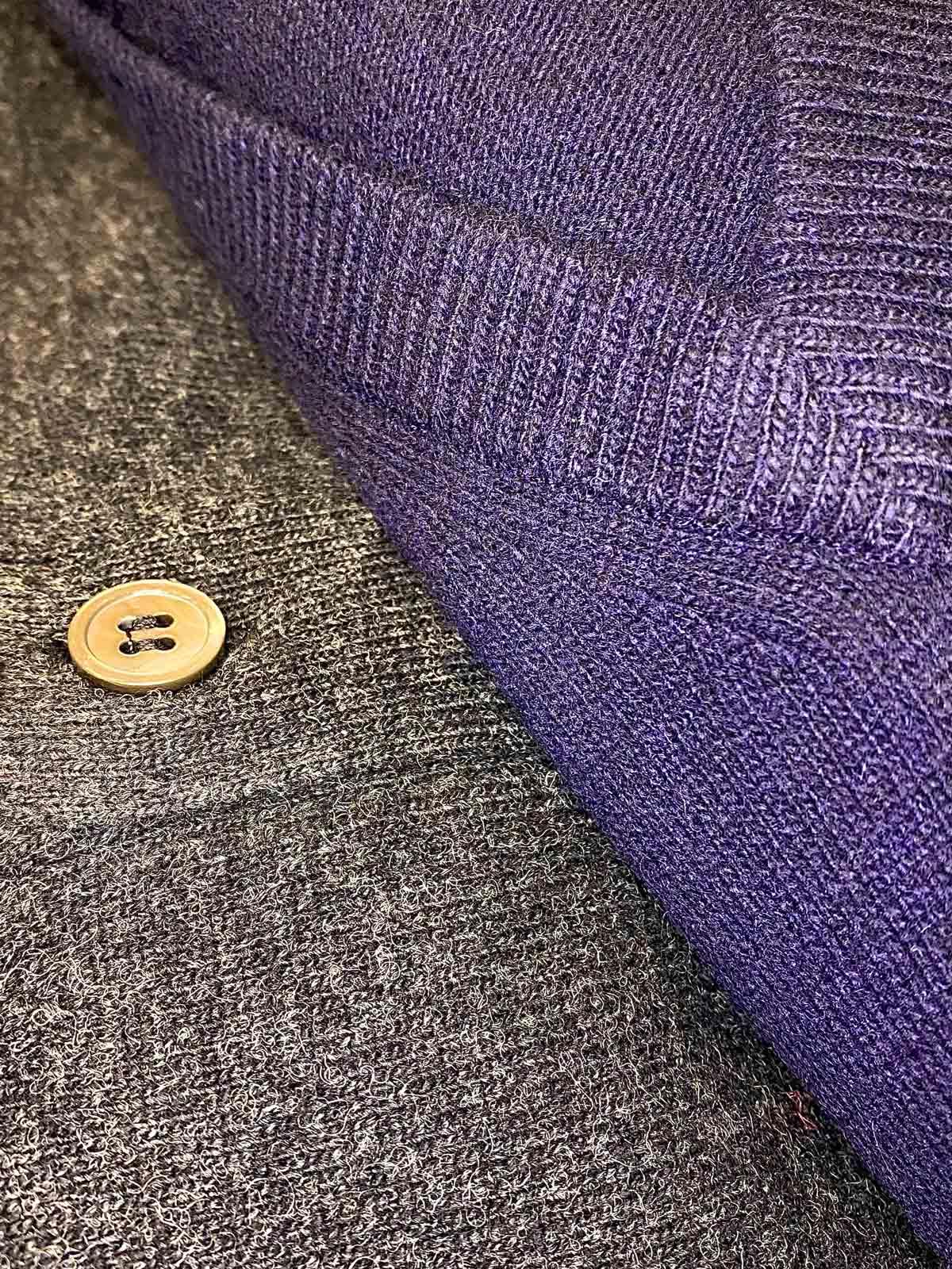 dettaglio maglione alan paine
